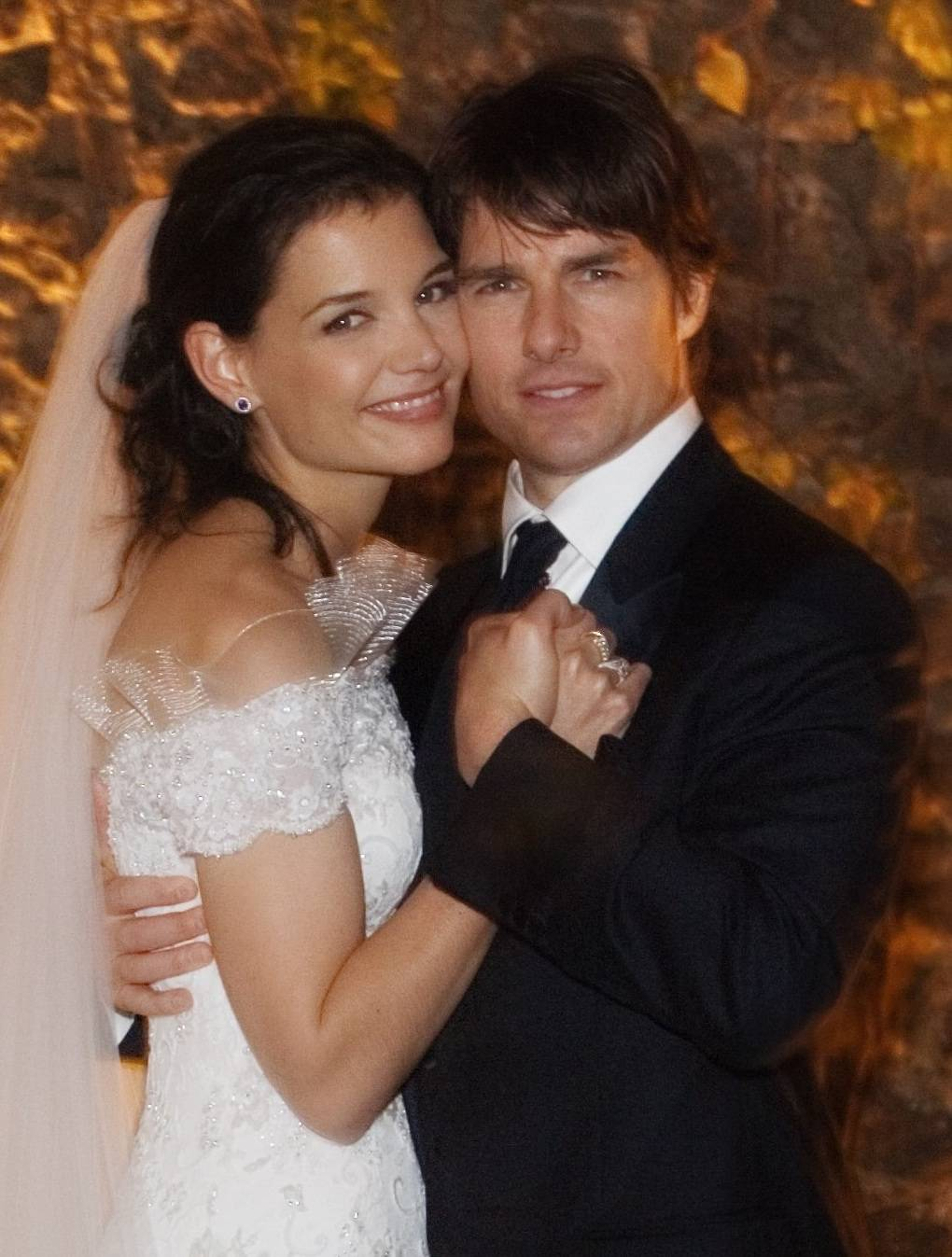 BRACCIANO, ITALY - NOVEMBER 18: In this handout photo provided by Robert Evans, Tom Cruise and Katie Holmes pose together at Castello Odescalchi on their wedding day November 18, 2006 in Bracciano, near Rome, Italy. (Photo by Robert Evans/Handout via Getty Images)